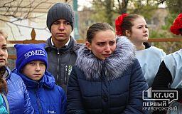 Меморіальну дошку криворізькому бійцю Артуру Борисову відкрили на фасаді школи