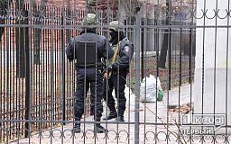 В Кривом Роге люди в масках с автоматами блокируют здание «Нова-Ком» (ОБНОВЛЕНО)