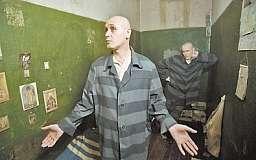По мнению прокуроров, днепропетровские зэки подняли всеукраинский «кипиш» из-за отобранных «мобилок»