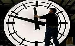 25 марта украинцы последний раз переведут стрелки часов