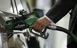 Президент Украины одобрил добавление спирта в бензин