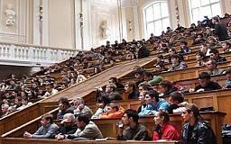 Бухгалтер криворожского вуза лишила студентов 200 тысяч гривен