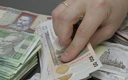Украинцы массово забирают депозиты из банков