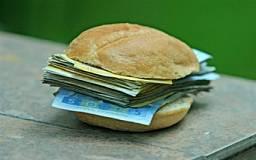 Студентам поднимут стипендии до 1000 гривен