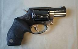 В Кривом Роге бывший зэк разгуливал с револьвером по развлекательному комплексу