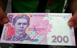 Украинцы больше доверяют гривне, чем доллару