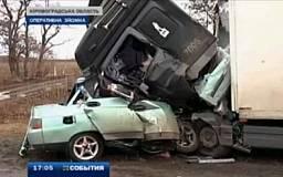 ДТП в Кировоградской области: грузовик «смял» ВАЗ. Пять человек погибло (ВИДЕО)