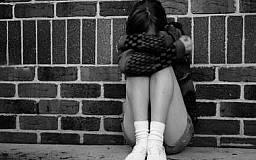 В Кривом Роге 23-летний парень три месяца развращал 14-летнюю школьницу