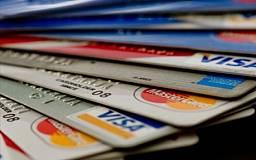 Украинцев обяжут расплачиваться кредитной карточкой