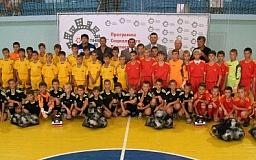 Метинвест подарил футбольную форму юным спортсменам
