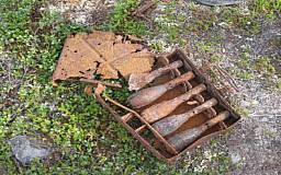 Криворожские МЧСники нашли в огороде 10 артиллерийских снарядов