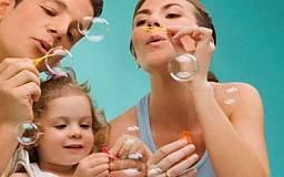 В области увеличилось количество детей-сирот, воспитывающихся в семейном окружении