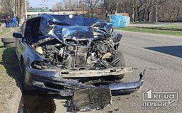 В Кривом Роге микроавтобус перевернулся на бок после столкновения с легковушкой
