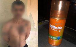 Криворожанин, угрожая ножом продавцам, украл из магазина пенку для бритья