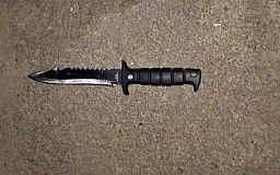 Пожилой криворожанин разгуливал по улице с охотничьим ножом