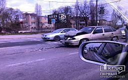 В Кривом Роге Daewoo Nexia врезалась в Volkswagen Transporter
