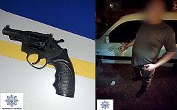 Полицейские задержали вооруженного криворожанина, устроившего пьяный дебош