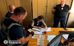 Криворожский полицейский требовал от женщины взятку и обещал поделиться деньгами с начальством