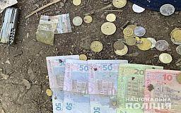 Деньги и наркотики изъяли полицейские у мужчины в Кривом Роге (видео)