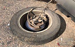 У джипа на ходу оторвало колесо – из-за ДТП в Кривом Роге временно не ездят трамваи