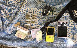 В лесополосе в Кривом Роге задержали подозреваемого в продаже наркотиков