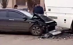В Кривом Роге легковушка врезалась в рейсовый автобус