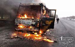 Автобус с пассажирами загорелся на трассе Днепр — Кривой Рог
