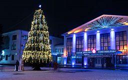 Главный символ Нового Года: при поддержке предприятий Метинвеста в районах города установили праздничные елки