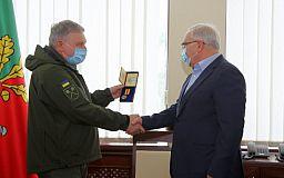 В соцсети не оценили награждение Вилкула медалью «за способствование ВСУ»