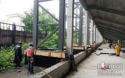 На стадионе ДЮСШ в Кривом Роге зрительские трибуны залили бетоном