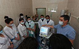 Медики Кривого Рога получили аппарат ИВЛ от Фонда Рината Ахметова