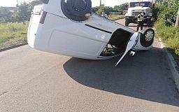 В Кривом Роге Opel перевернулся на крышу после столкновения с ВАЗом