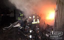 Более 20 павильонов сгорели на рынке в Кривом Роге