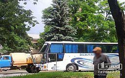 ДТП в Кривом Роге: столкнулись ГАЗ и автобус