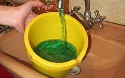 Без паники: криворожан предупредили о зеленой воде в кранах