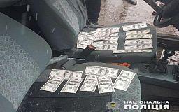 На получении 10 000 долларов взятки задержали главу теробщины в Днепропетровской области