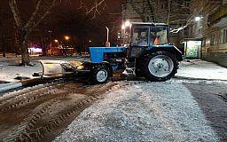 На криворожских дорогах снег расчищали более 50 единиц спецтехники
