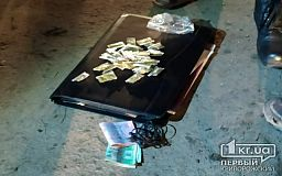 Возле школы в Кривом Роге нацгвардейцы задержали мужчину с наркотиками