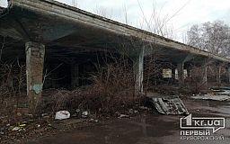 Заброшенное здание кинотеатра в Кривом Роге превратилось в притон и общественный туалет