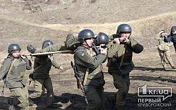 Угроза с воздуха и эвакуация раненого с поля боя: криворожские гвардейцы учились отражать воздушную атаку