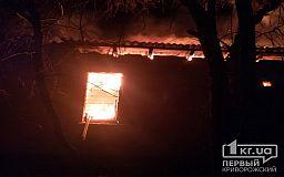 Масштабный пожар: ночью в Кривом Роге пылал склад лесоматериалов