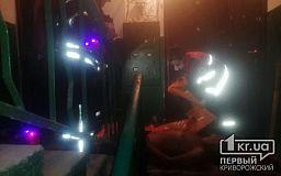 Криворожские пожарные вынесли из горящей квартиры пенсионера, который был без сознания