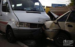 В Кривом Роге 11 человек травмировались в результате ДТП на выходных