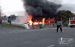 6 автомобилей дотла сгорели на парковке криворожского предприятия