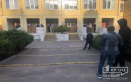 В Кривом Роге открылись участки для голосования