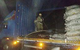 Под Кривым Рогом пылала фура с прицепом, сгорело почти 5 тонн угля