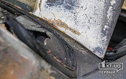 В Кривом Роге горели два авто на временной стоянке