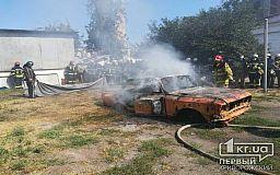 Криворожские спасатели тушили горящее авто на занятиях по повышению мастерства