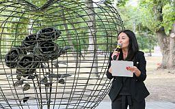 Закохане серце: на житломасиві Інгулець відкрили новий арт-об'єкт