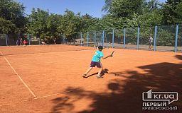 В Кривом Роге проходит первенство по большому теннису